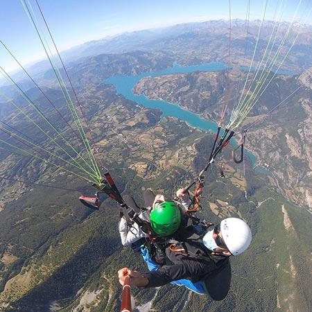 Vue haute altitude vallée de l'ubaye et lac de serre-poncon